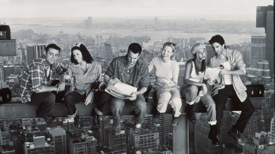 Friends stars Matthew Perry, Jennifer Aniston, Courteney Cox, Matt LeBlanc, Lisa Kudrow, and David Schwimmer.
