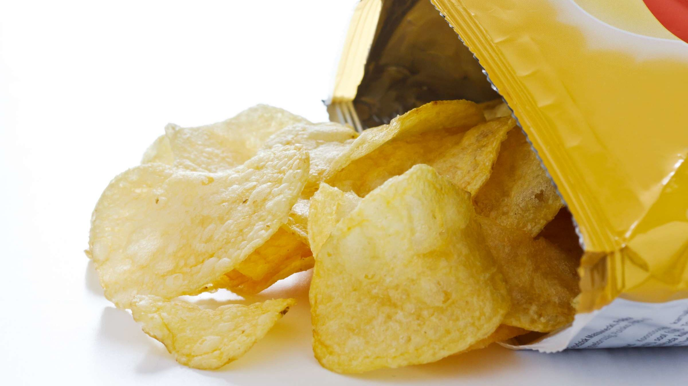 This Nifty Potato Chip Bag Hack Is Amazing the Internet