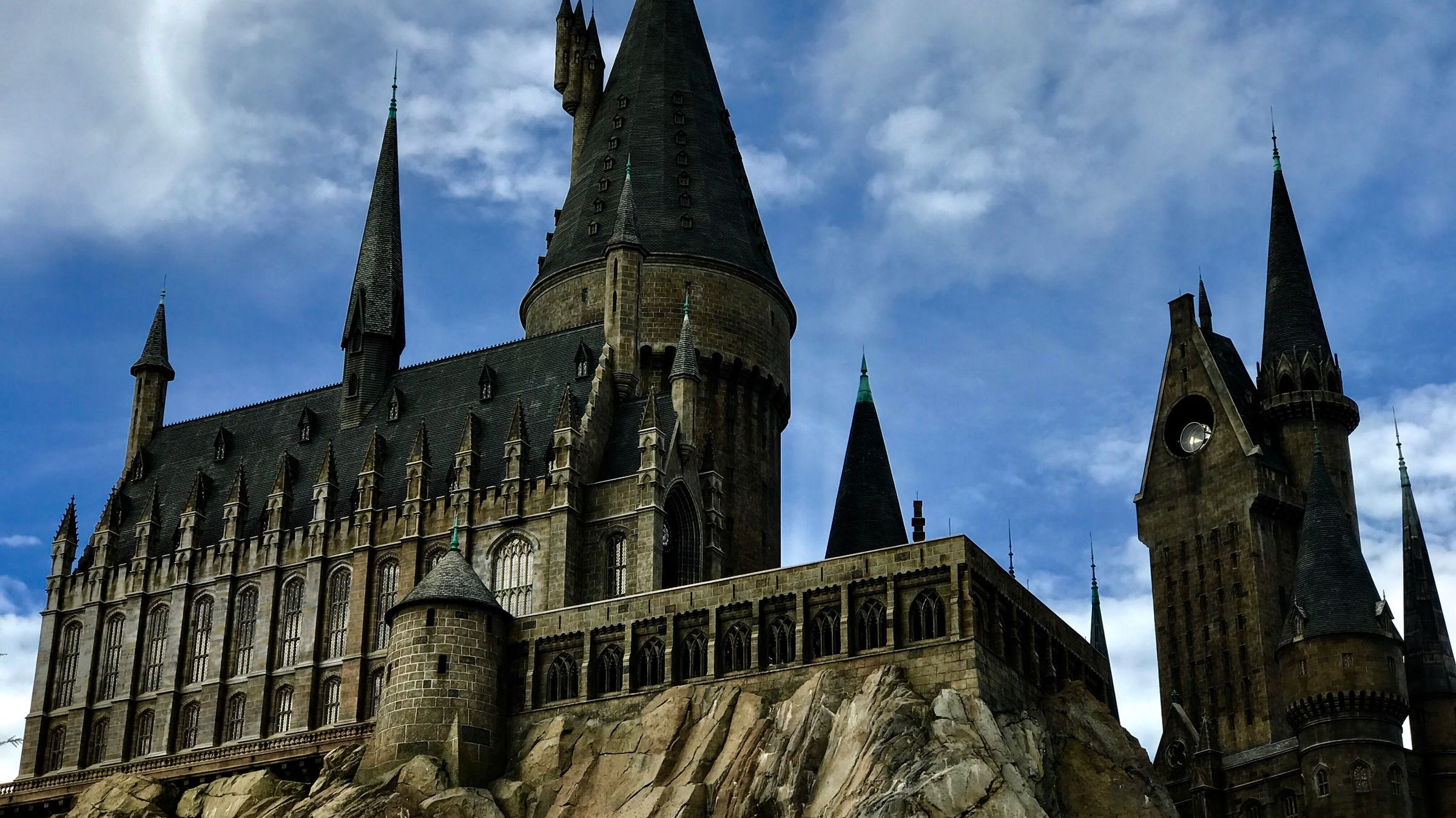 Bring Some Magic to Your Next Zoom Meeting With These Harry Potter Backgrounds