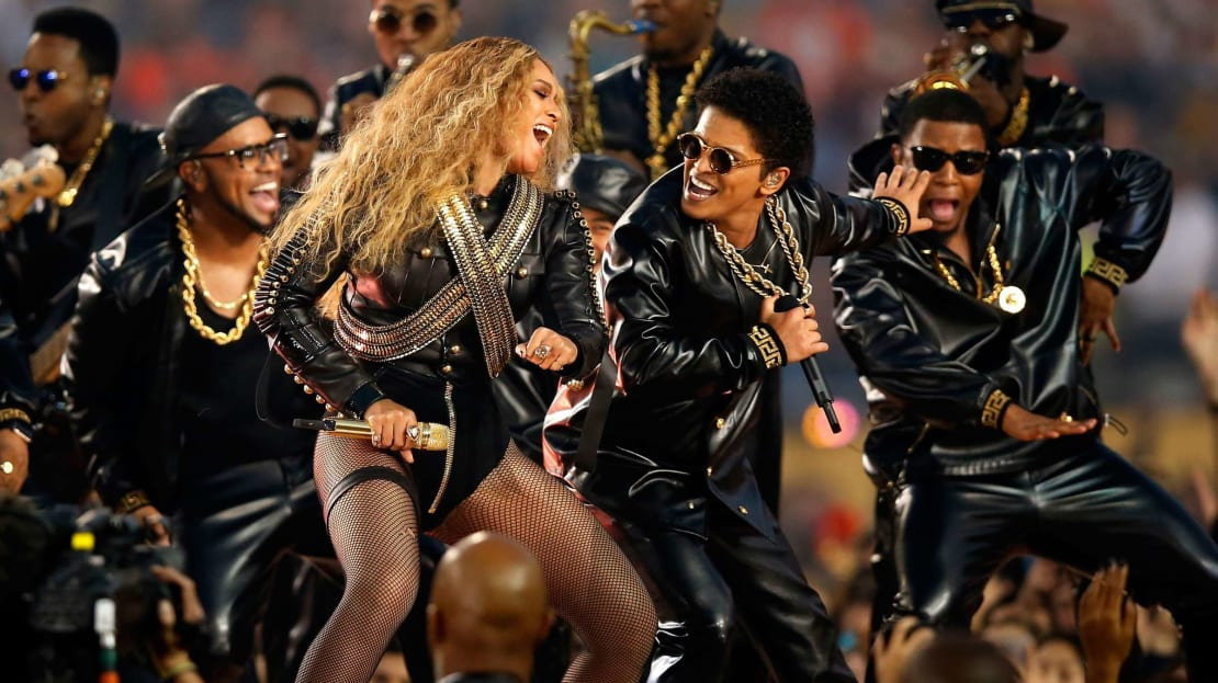 Beyoncé and Bruno Mars performing at Super Bowl halftime in 2016.