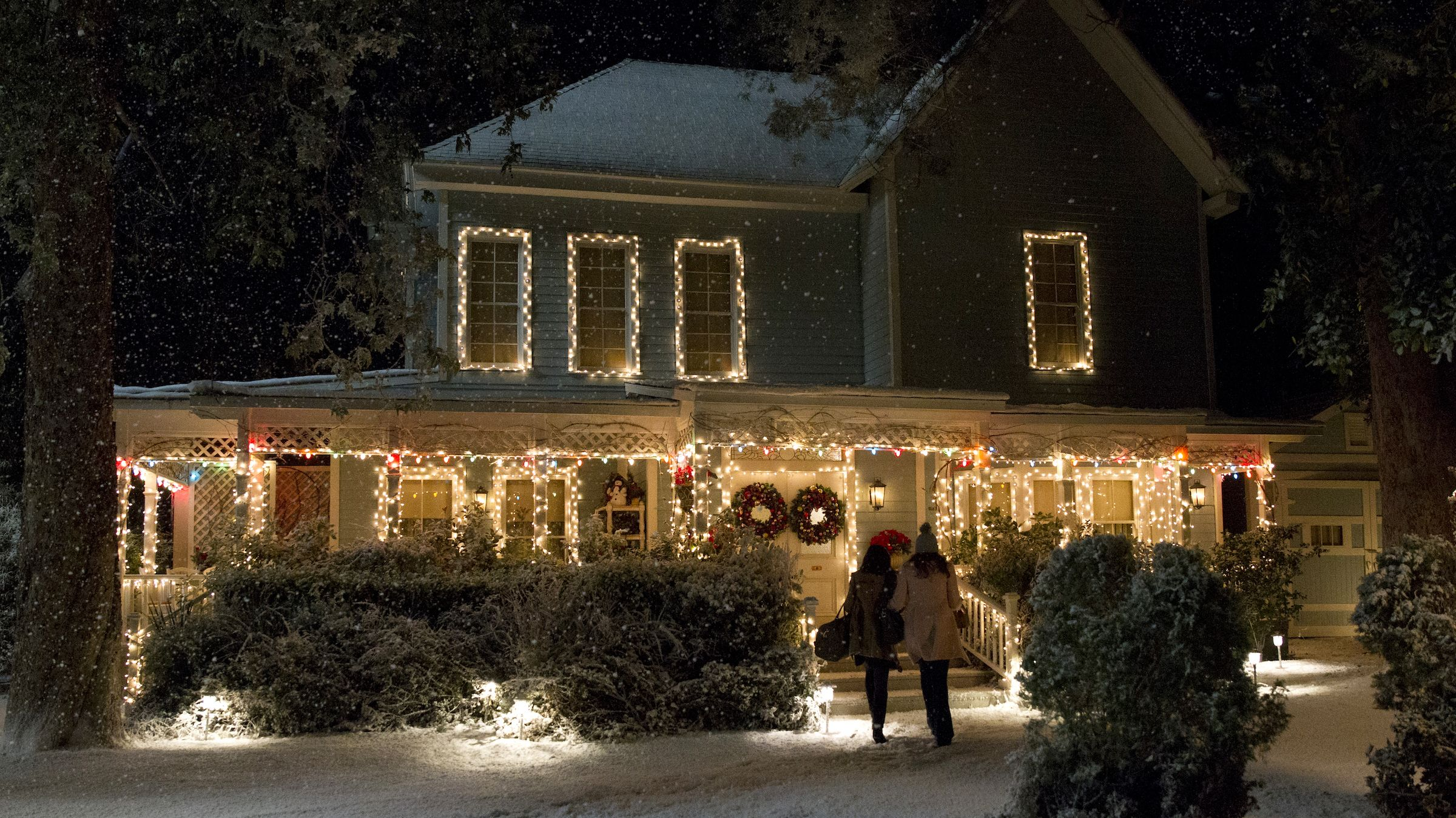 Gilmore Girls Fans Can Have Lunch at Lorelai's House in Stars Hollow This Winter
