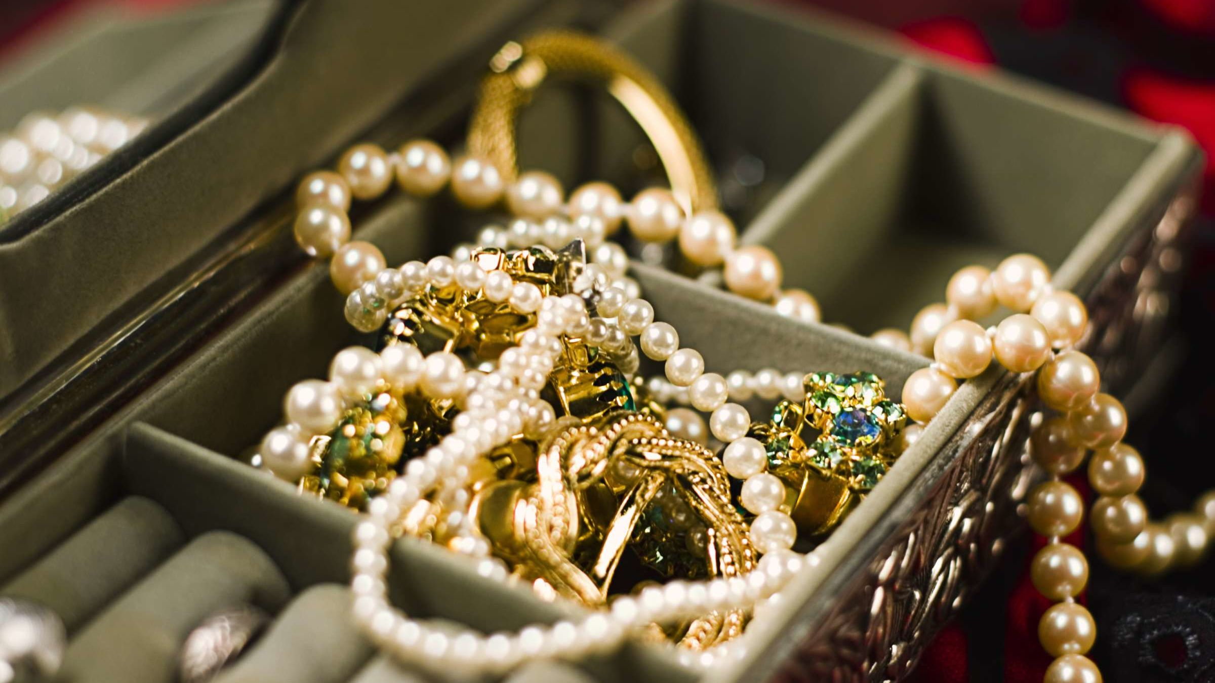 The Simple Way to Untangle Jewelry Chains
