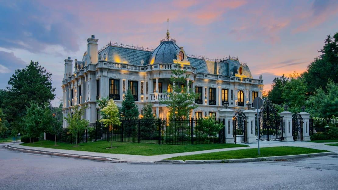 "You can practically hear Alexis shrieking ""David!"" inside this mansion."