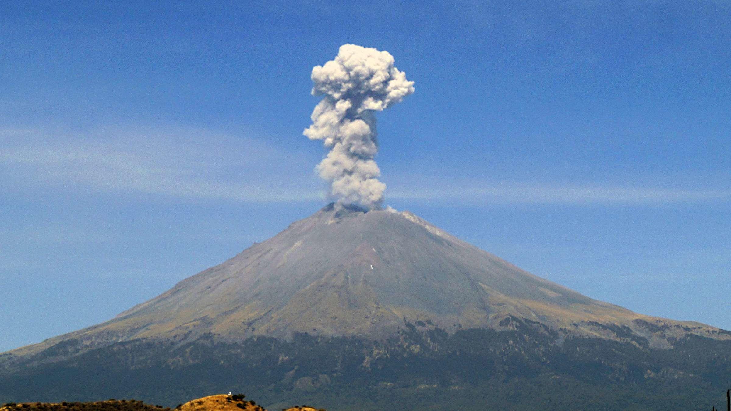 Popocatépetl Volcano Erupts   Mental Floss