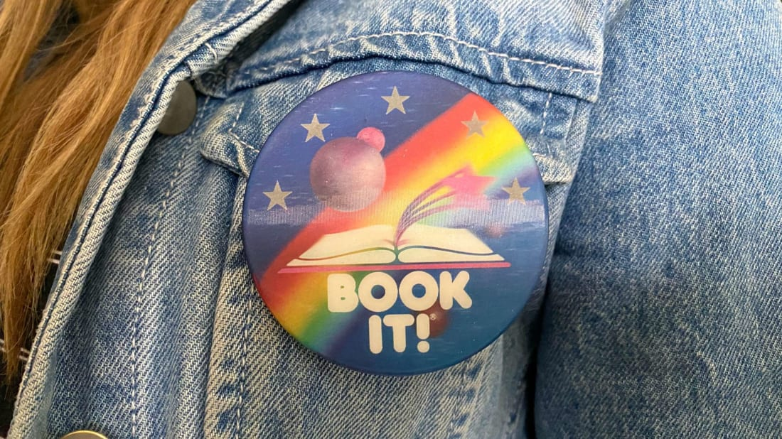 Readers who participated in Pizza Hut's Book It! program sometimes got lenticular buttons like this one.
