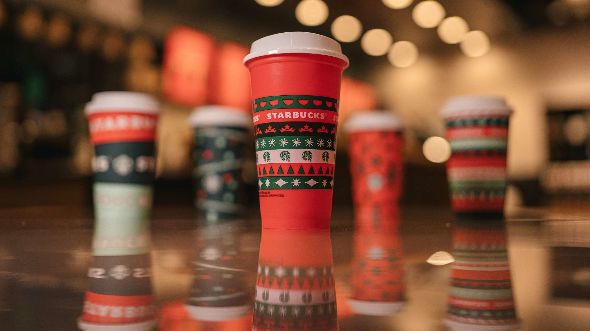 Starbucks Gives Away Free Reusable Holiday Cups 2020 ...