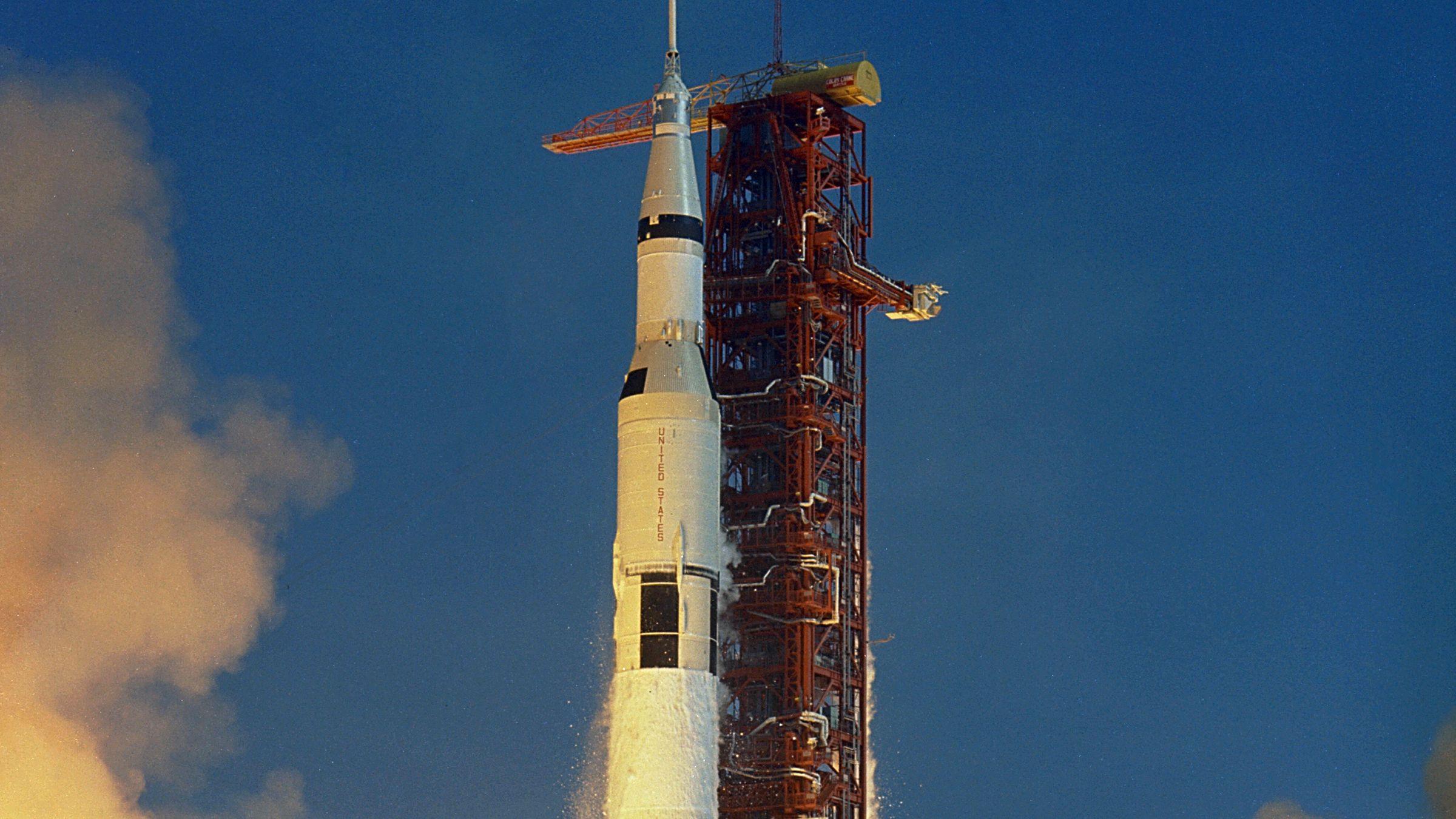 apollo spaceship on washington monument - photo #43