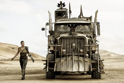 Charlize Theron, Tom Hardy, Nicholas Hoult, Riley Keough, Rosie Huntington-Whiteley, and Courtney Eaton in Mad Max: Fury Road (2015).