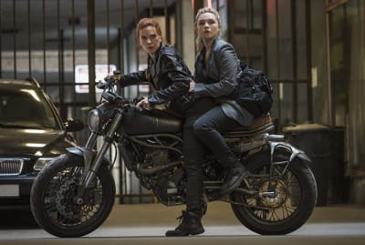 Scarlett Johansson and Florence Pugh in Black Widow (2021).