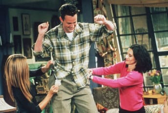 Jennifer Aniston, Matthew Perry, and Courteney Cox star in Friends.