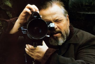 Orson Welles on the set of 'Verites et mensonges' ('F For Fake' or 'Truths and Lies').