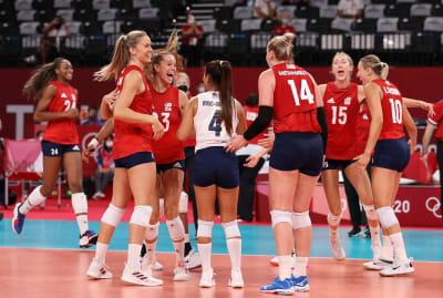 Libero Justine Wong-Orantes and the rest of the U.S. women's team celebrate following a win against Italy at the Tokyo 2020 Olympics.