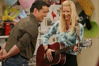 Matt LeBlanc and Lisa Kudrow on the Friends set.