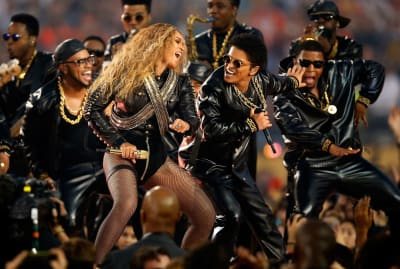 Beyoncé and Bruno Mars performing at Super Bowl halftime in 2016.