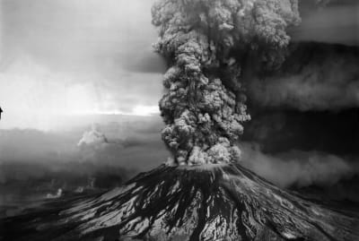 A column of ash and volcanic gas erupts from Mount St. Helens on May 18, 1980.