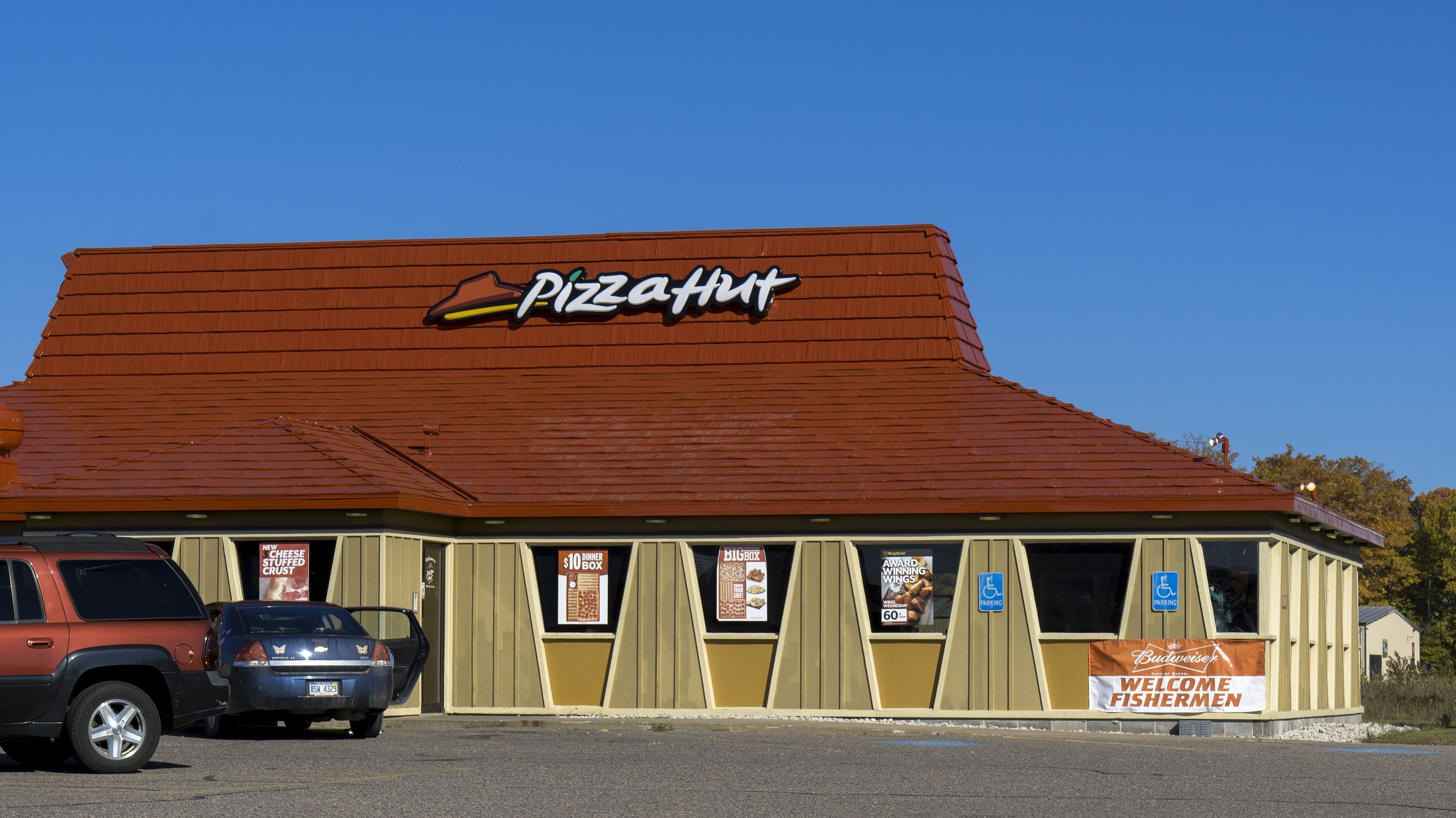 15 Delicious Facts About Pizza Hut   Mental Floss