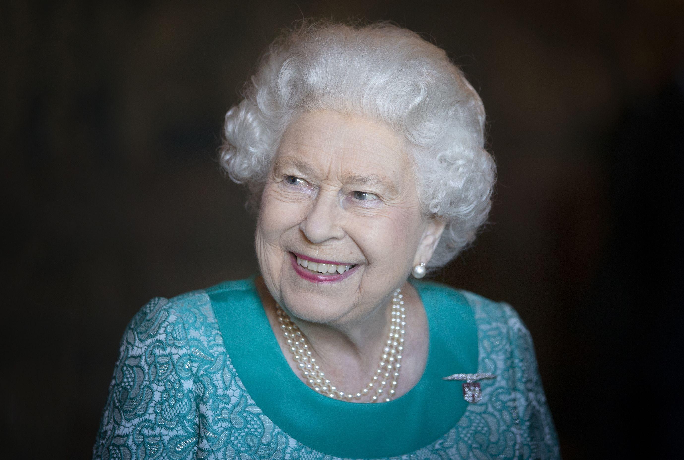 Vinyl Royal Family Queen Elizabeth II Green Dress Pop