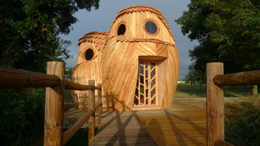 le dernier a2b32 f4c13 You Can Sleep in These Owl-Shaped Cabins in Bordeaux, France ...