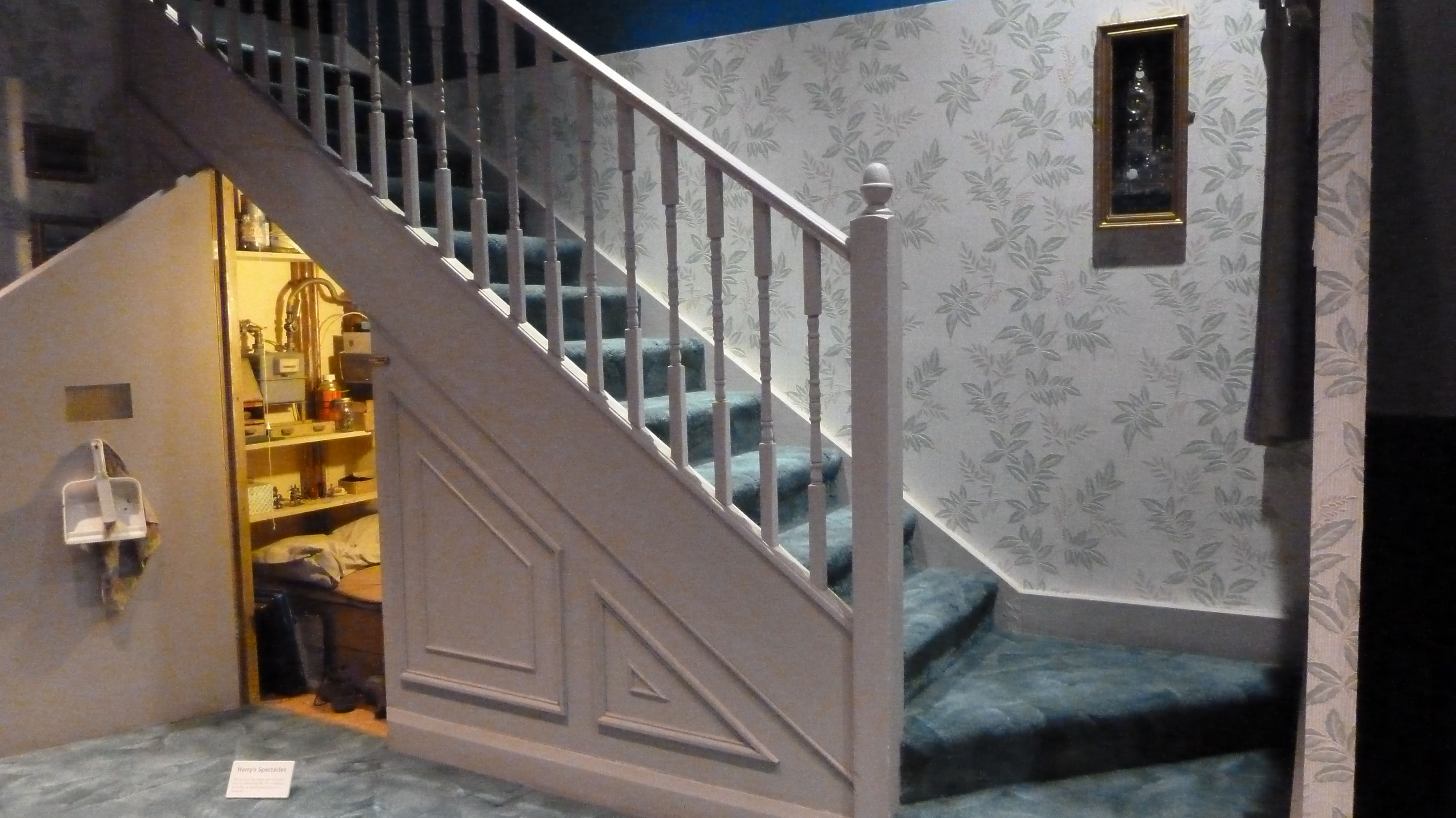 House Boasting A Harry Potter Room Under The Stairs Hits The