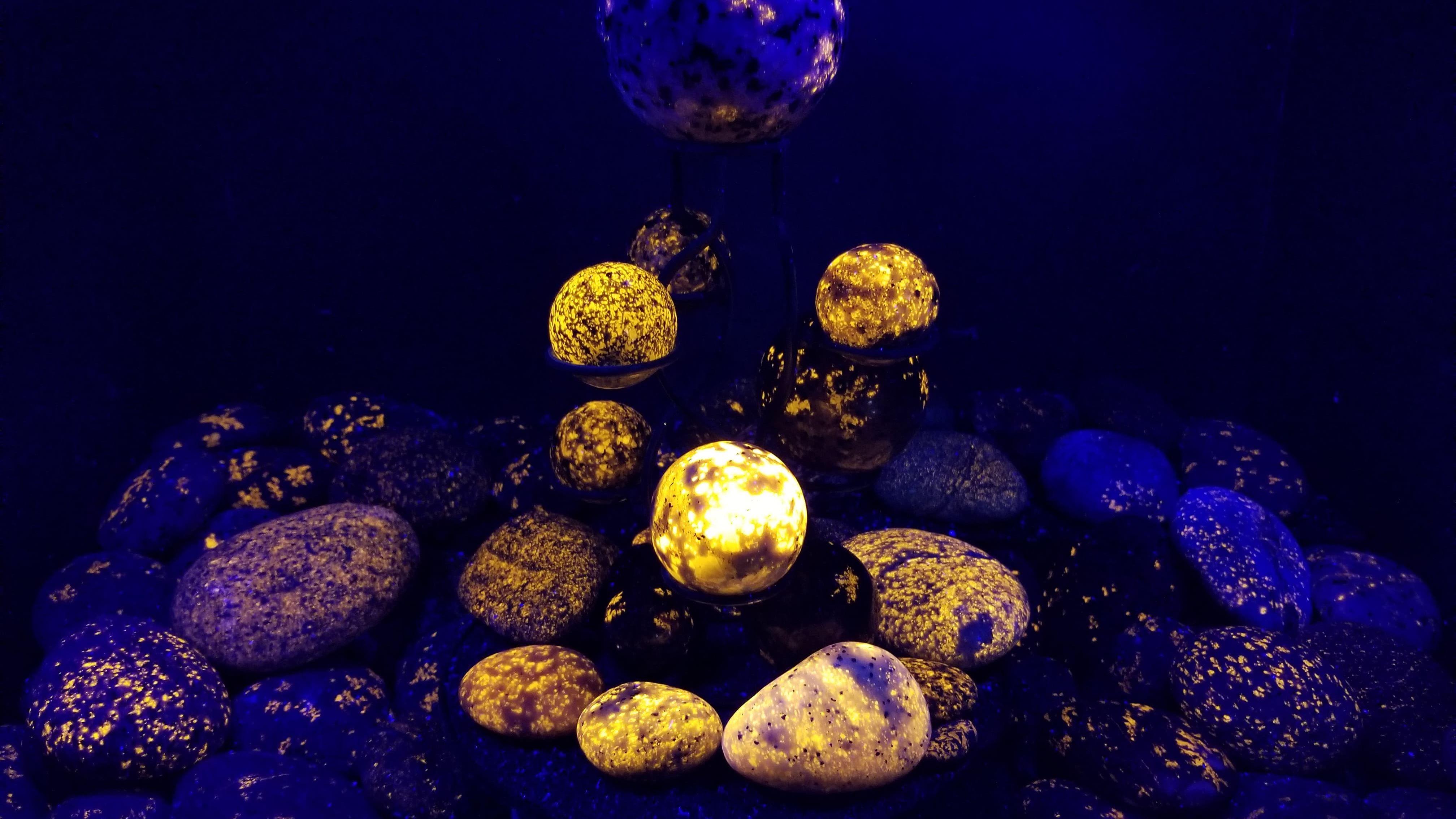Michigan Rock Hunter Discovers Glowing 'Yooperlites' on Lake Superior Beach