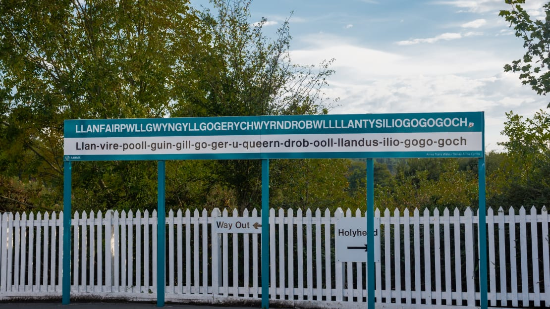 The sign on the train station platform helps you pronounce this 58-letter-long Welsh town name.
