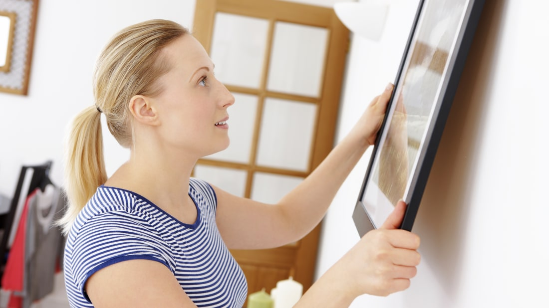 8 Expert Tips and Tricks for Hanging a Picture Right the