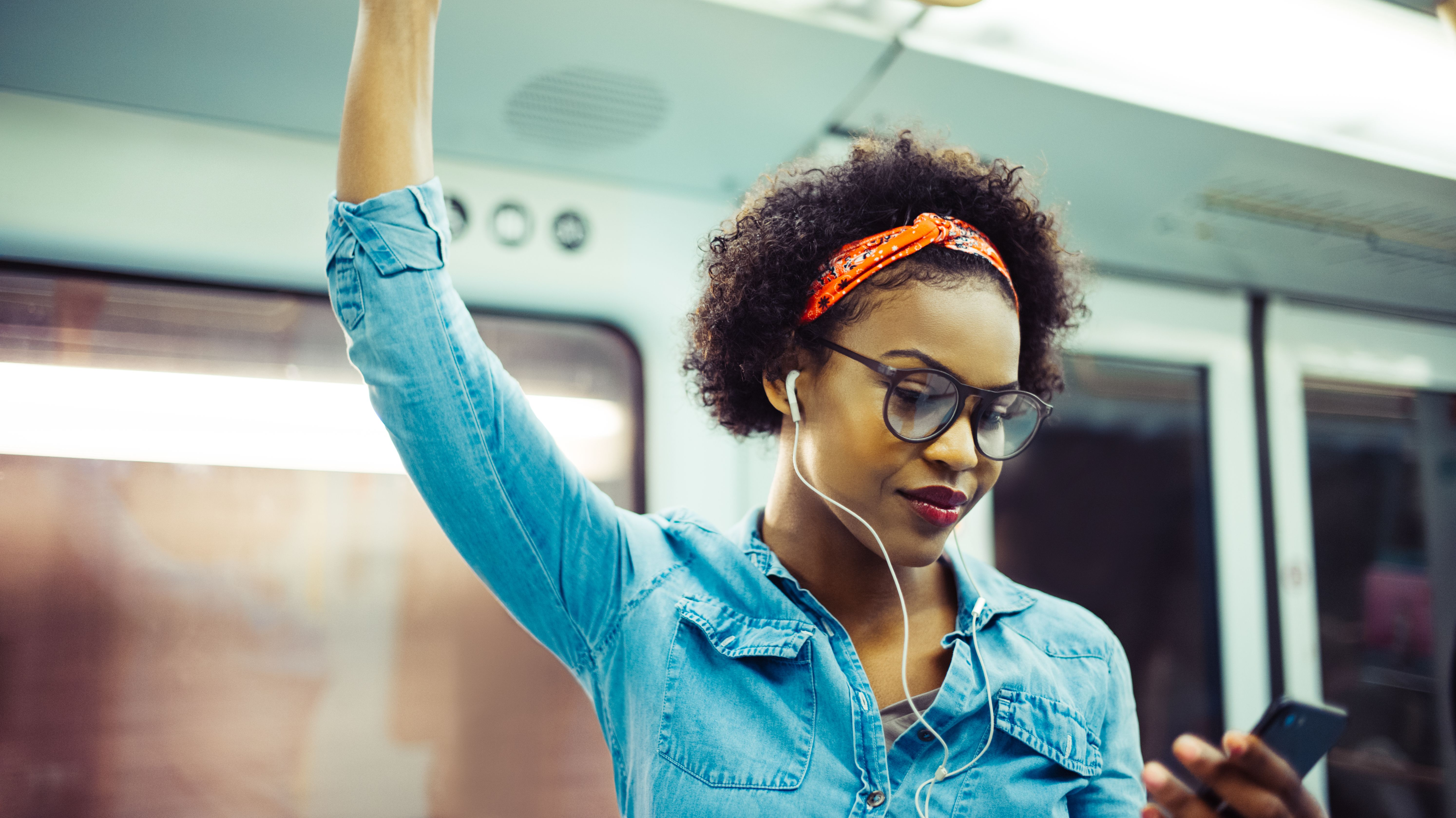 15 Podcasts That Will Make You Feel Smarter