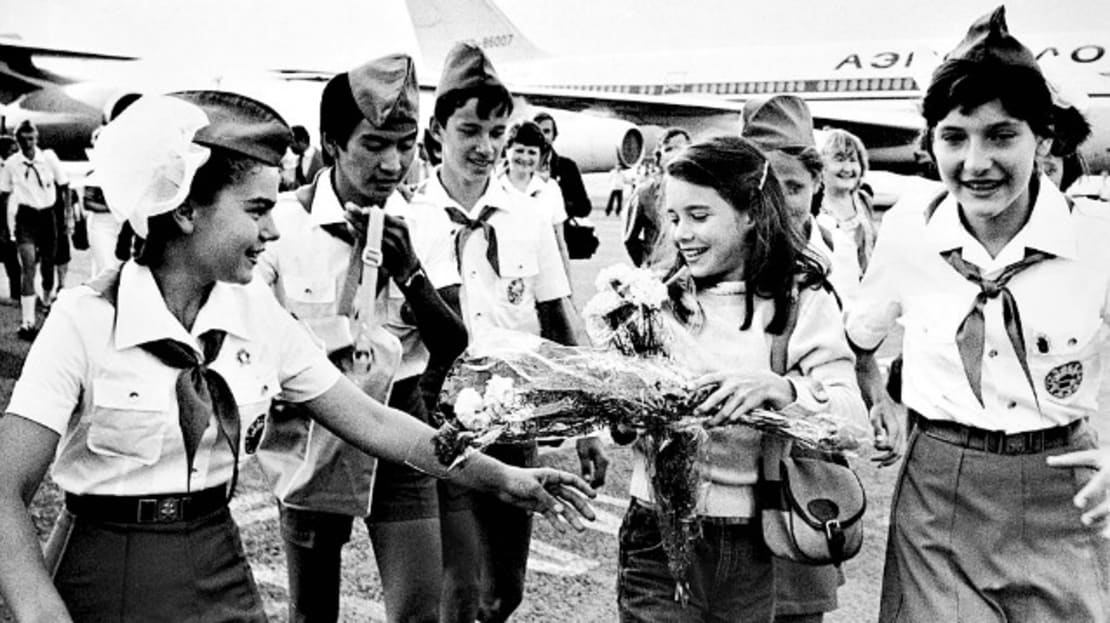 Samantha Smith (second from right) is greeted by Russian Young Pioneers at the airport in Moscow in 1983.