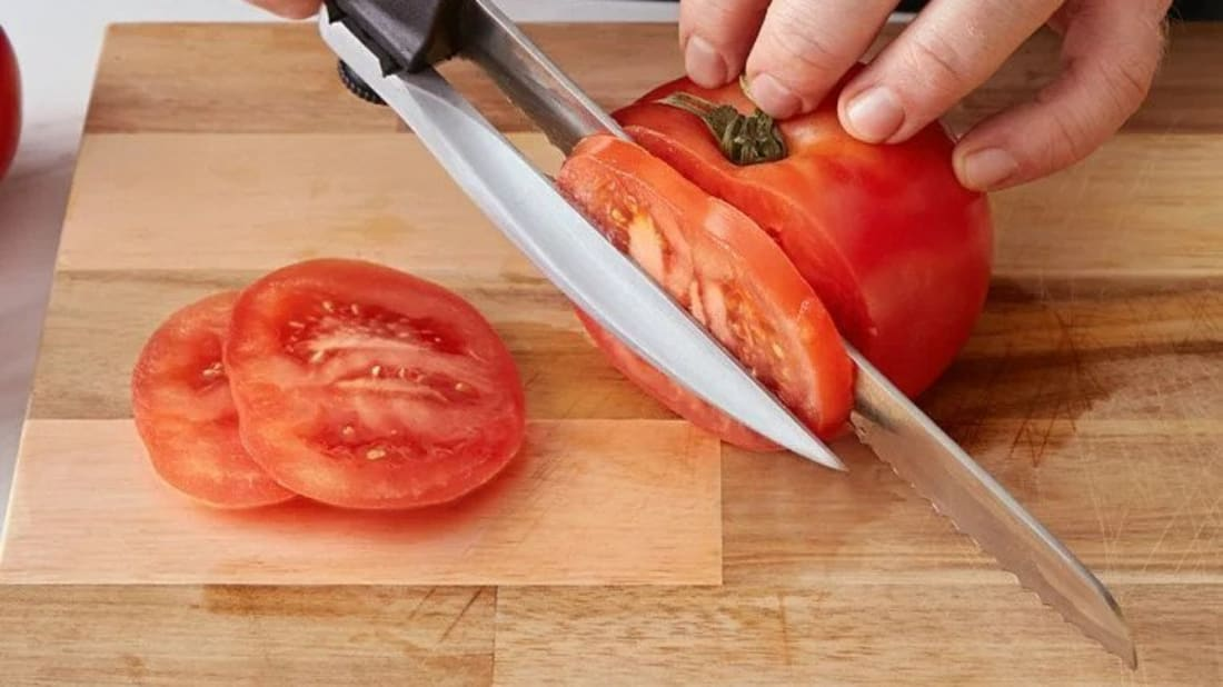This knife allows you to measure out your slices.