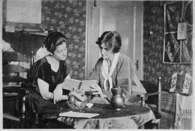 Frieda Belinfante (left) and Henriëtte Hilda Bosmans, her then-partner.