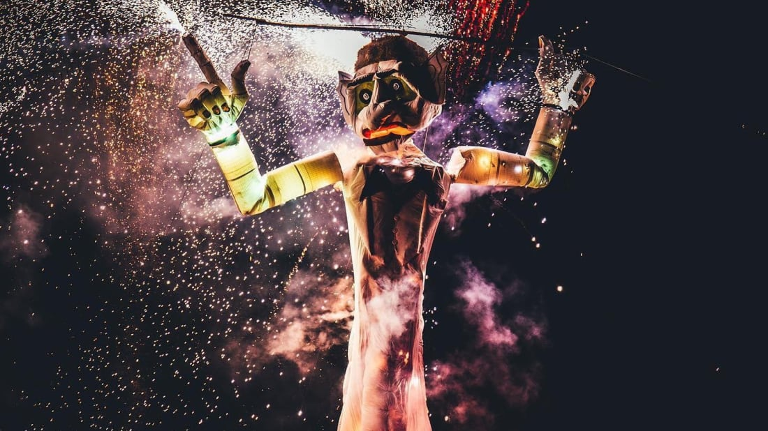 Put your worries in Zozobra, and watch them go up in smoke.
