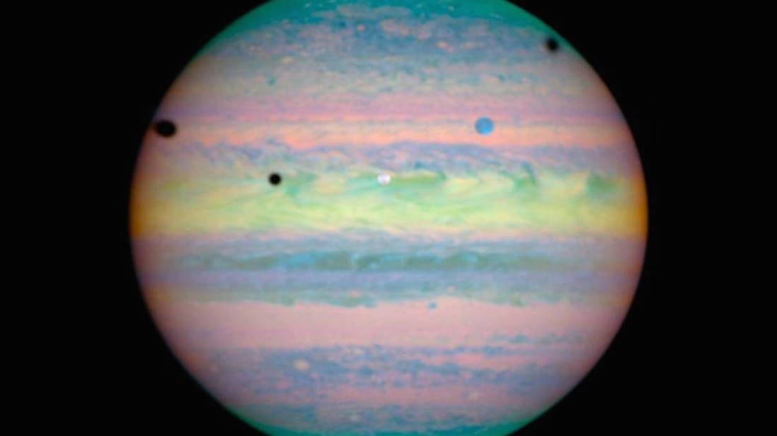 Triple solar eclipse on Jupiter.