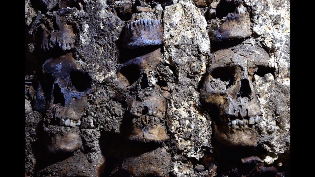 Uma parte da parede do crânio em Huei Tzompantli.