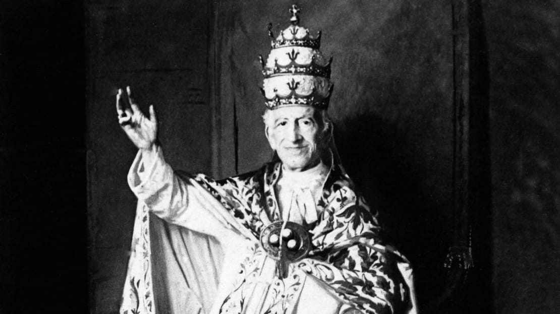 Cocaine wine enthusiast Pope Leo XIII waves to the camera.