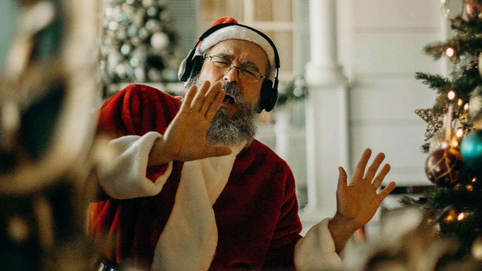 Kansas City Christmas Music Radio Station 2021 Radio Stations Playing Christmas Music Early In 2020 Mental Floss