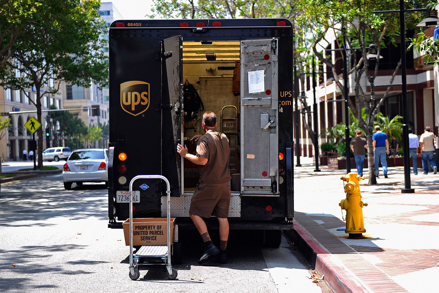 18 Secrets of UPS Drivers | Mental Floss