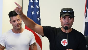 Chayanne y Ricky Martin durante un evento solidario en apoyo a las víctimas del huracán María en 2017
