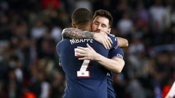 Mbappe a laissé le premier penalty à Messi contre Leipzig