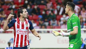 Antonio Briseño y Raúl Gudiño apuntan para ser titular con las Chivas frente al Toluca en la Jornada 13 de la Liga MX.