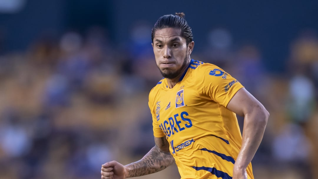 Carlos Salcedo especula sobre su salida de Tigres