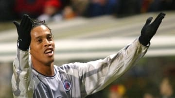 Ronaldinho vistiendo la camiseta del PSG