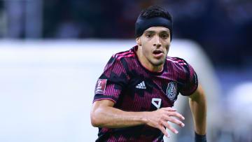 Raúl Jiménez regresó a la titularidad con el Tricolor