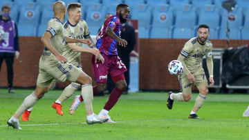 Djaniny, Fenerbahçe savunmasının arasında