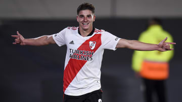 Julian Alvarez celebrando su gol ante San Lorenzo