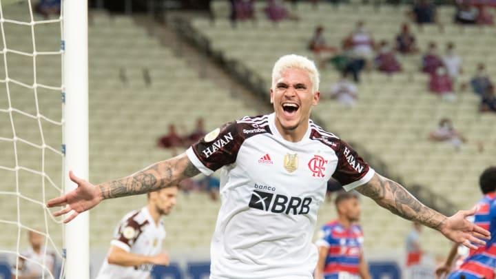 Flamengo, de Pedro, é um dos clubes engajados na campanha de prevenção ao câncer de mama