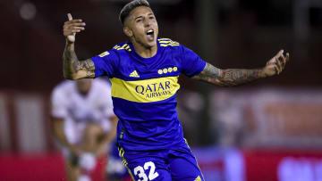 Agustin Almendra celebrando su gol