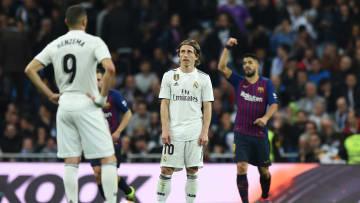 Spielten mehrere Clásicos gegeneinander: Karim Benzema (li.) und Luis Suárez (re.) In der Mitte Modric