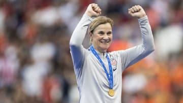 Ex-treinadora da seleção norte-americana está comandando um grupo técnico da Fifa sobre as perspectivas do futebol feminino