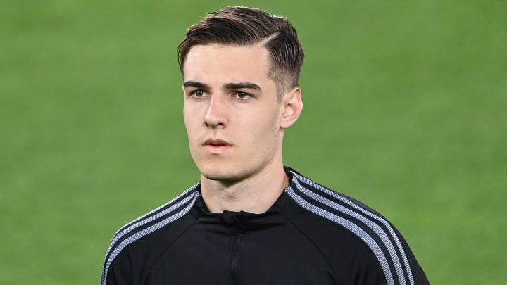 Florian Neuhaus muss sich strecken, um auch zukünftig in die deutsche Nationalmannschaft berufen zu werden.