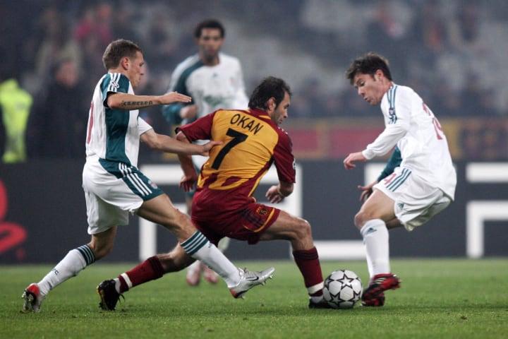 Galatasaray Istanbul's Okan Buruk (C) fi